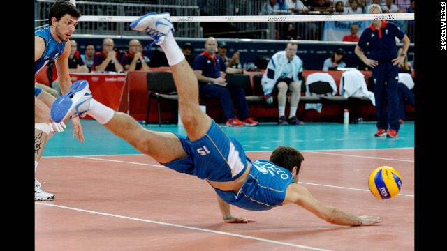 排球如何撲救,別再用膝蓋跪啦!